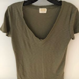Tops - Perfect low v tee